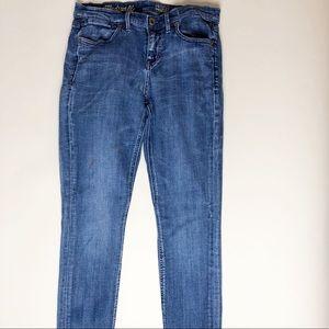Madewell Skinny Skinny, medium blue. Size 28 x 32